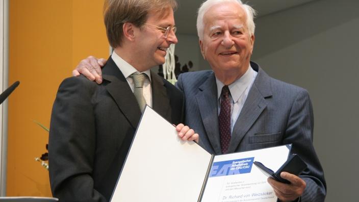 Thomas Rachel MdB und Altbundespräsident Dr. Richard von Weizsäcker (2010)